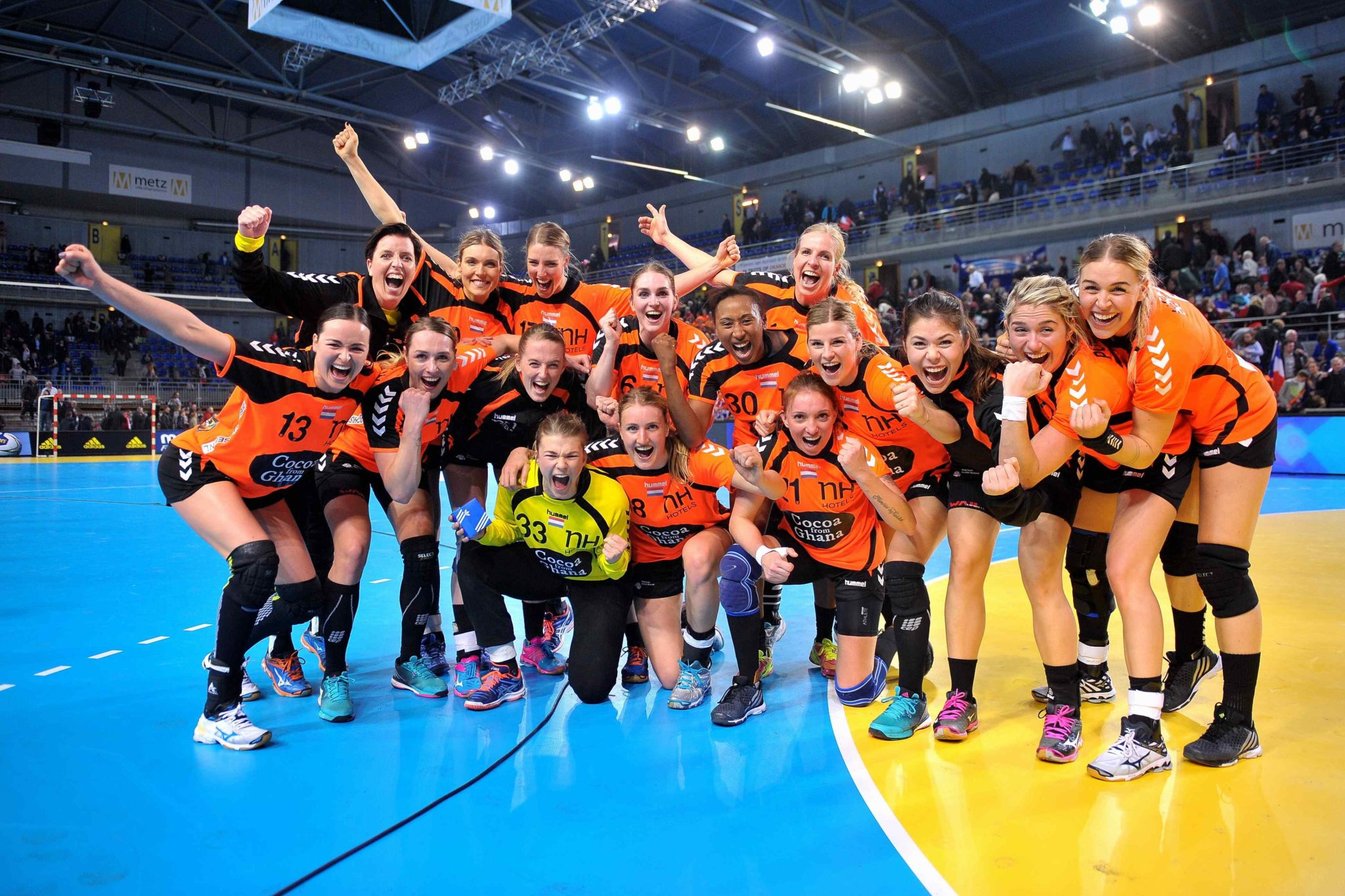 18-3-2016 HANDBAL:NEDERLAND-FRANKRIJK:METZ OKT Olympisch Kwalificatie Toernooi Dames Handbal  Nederland - Frankrijk De Overwinningsfoto !!  Foto: Henk Seppen