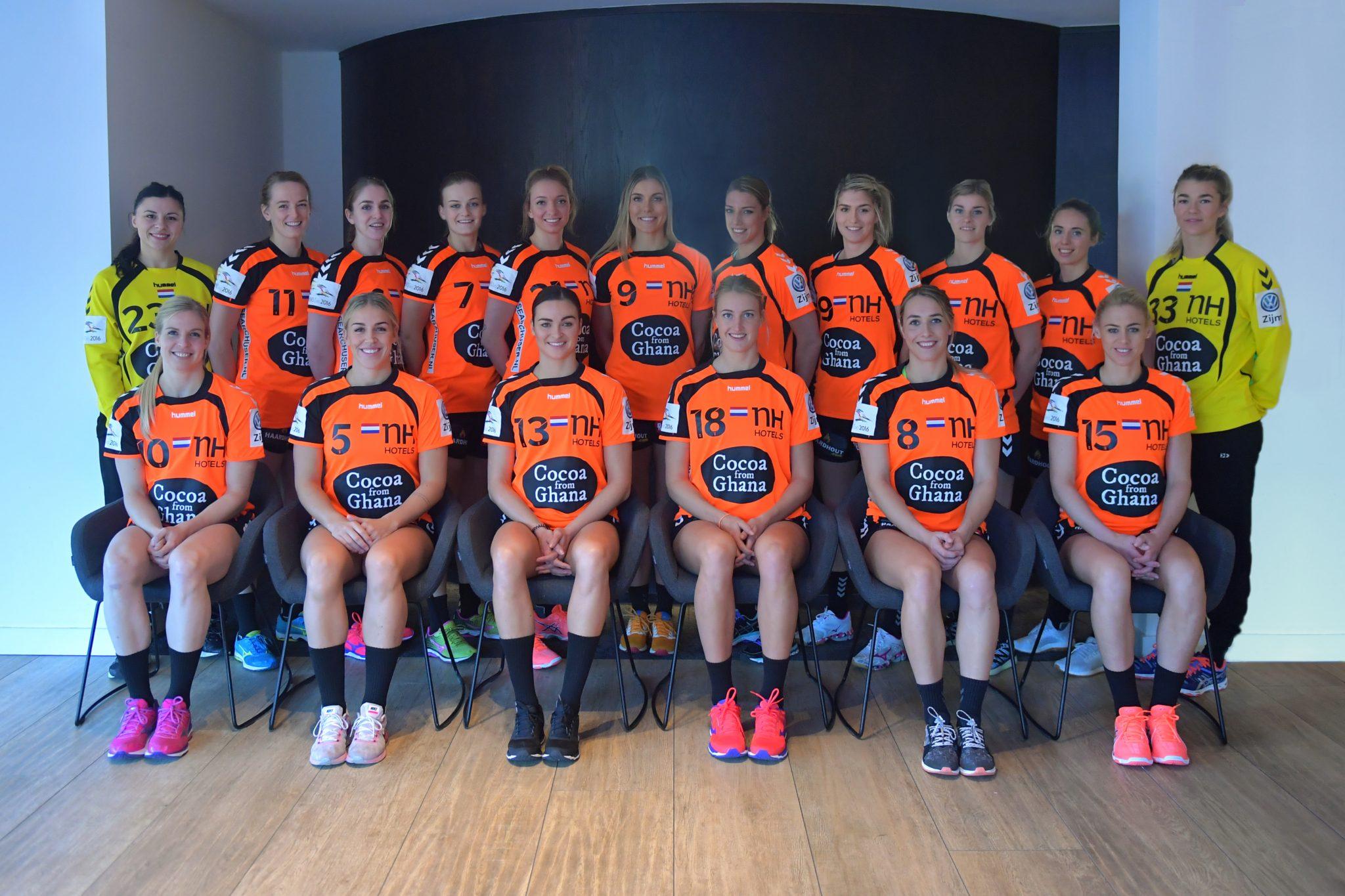 28-11-2016 HANDBAL:EK TEAM:PAPENDAL Teamfoto En Portretten Voor Het EK 2016 In Zweden.   Foto: Henk Seppen