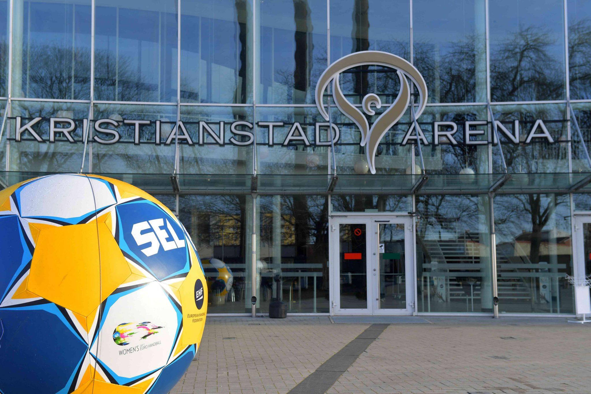 03-12-2016 HANDBAL:TRAINING:KRISTIANSTAD Laatste Training Voor Het EK Van Het Nederlands Handbalteam In Zweden De Hoofdingang  Foto: Henk Seppen