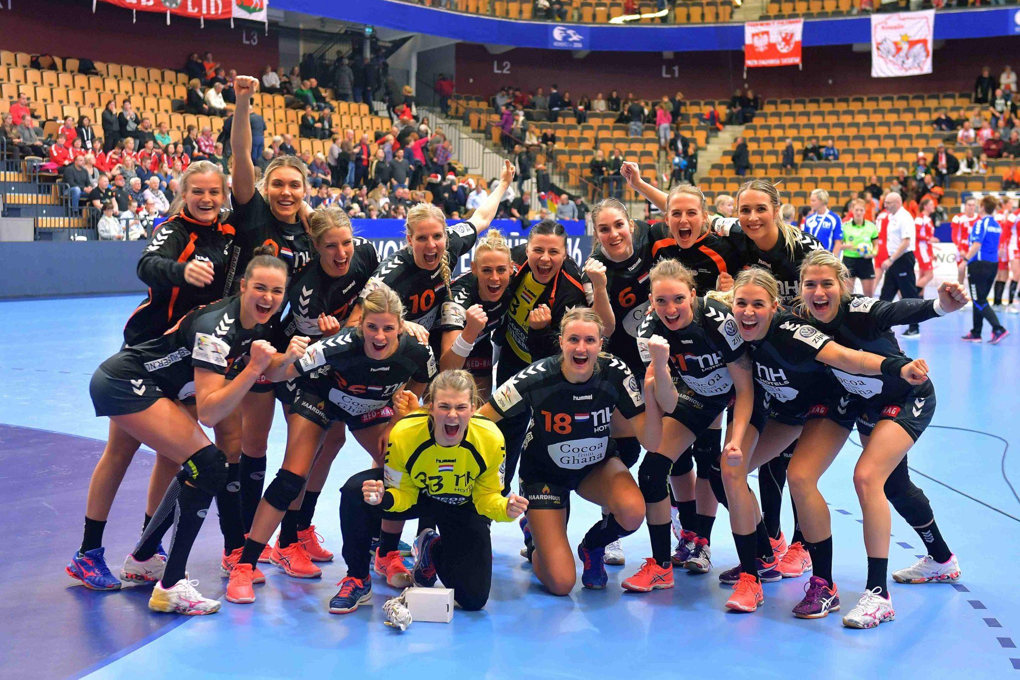6-12-2016 HANDBAL:NEDERLAND-POLEN:KRISTIANSTAD Dames EK Handbal In Zweden, Groepsfase Nederland - Polen  Overwinningsfoto  Foto: Henk Seppen