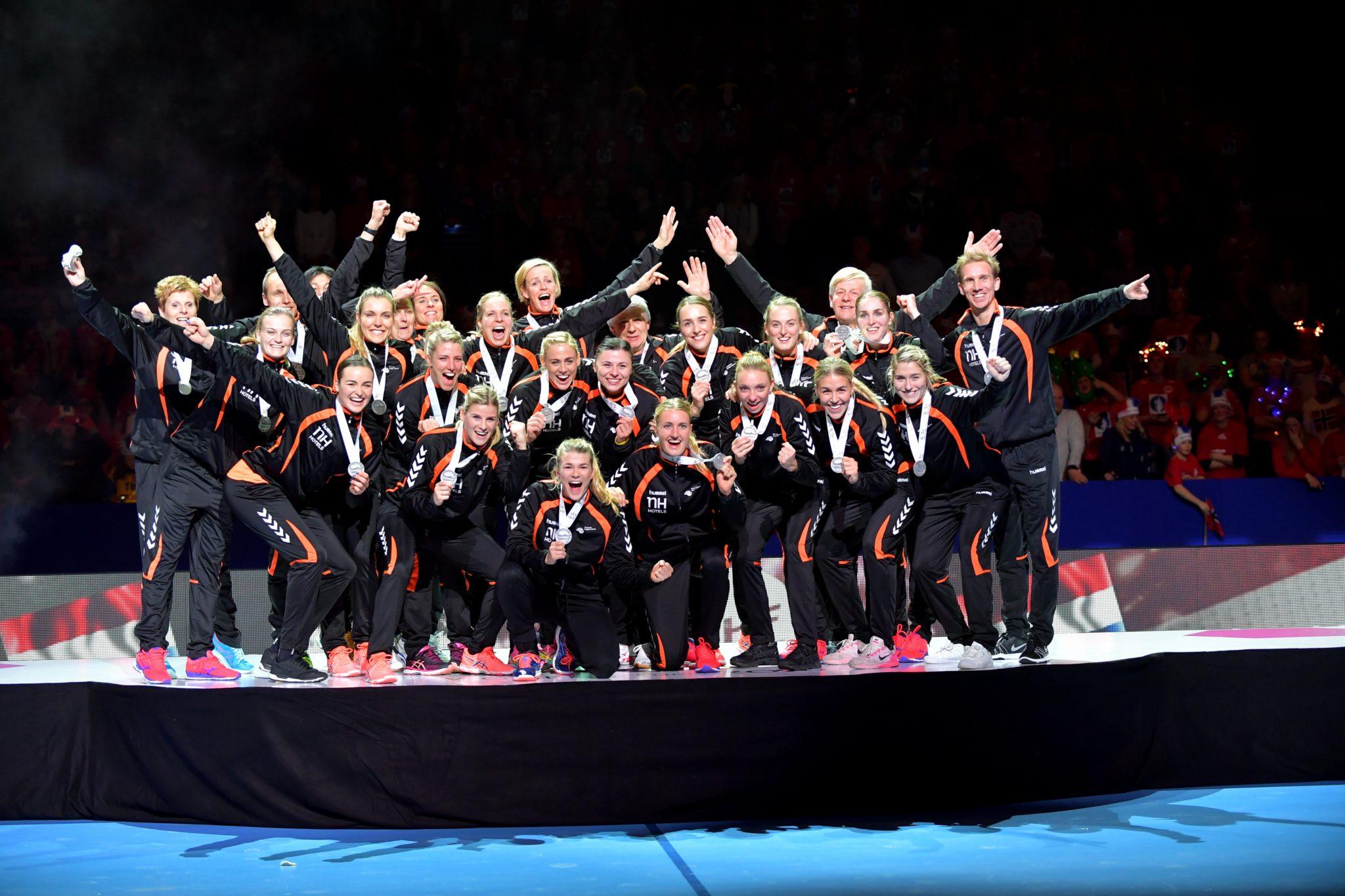 18-12-2016 HANDBAL:NEDERLAND-NOORWEGEN:GOTEBORG Dames EK Handbal In Zweden, FINALE NEDERLAND - Noorwegen Zilveren Medaille  Foto: Henk Seppen