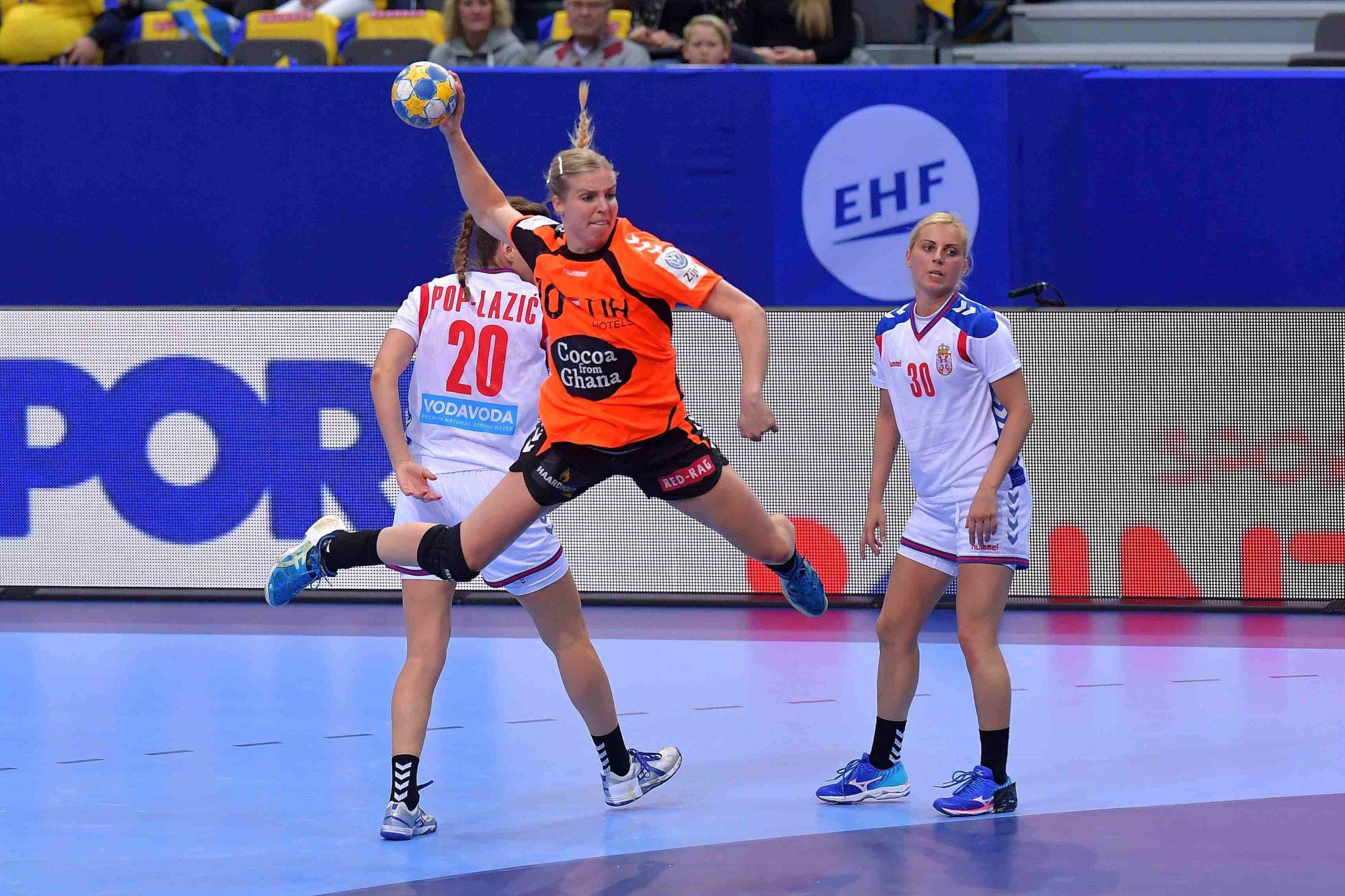 12-12-2016 HANDBAL:NEDERLAND-SERVIE:GOTEBORG Dames EK Handbal In Zweden, Hoofdgroep Nederland - Servie  Danick Snelder #10 (NED)  Foto: Henk Seppen
