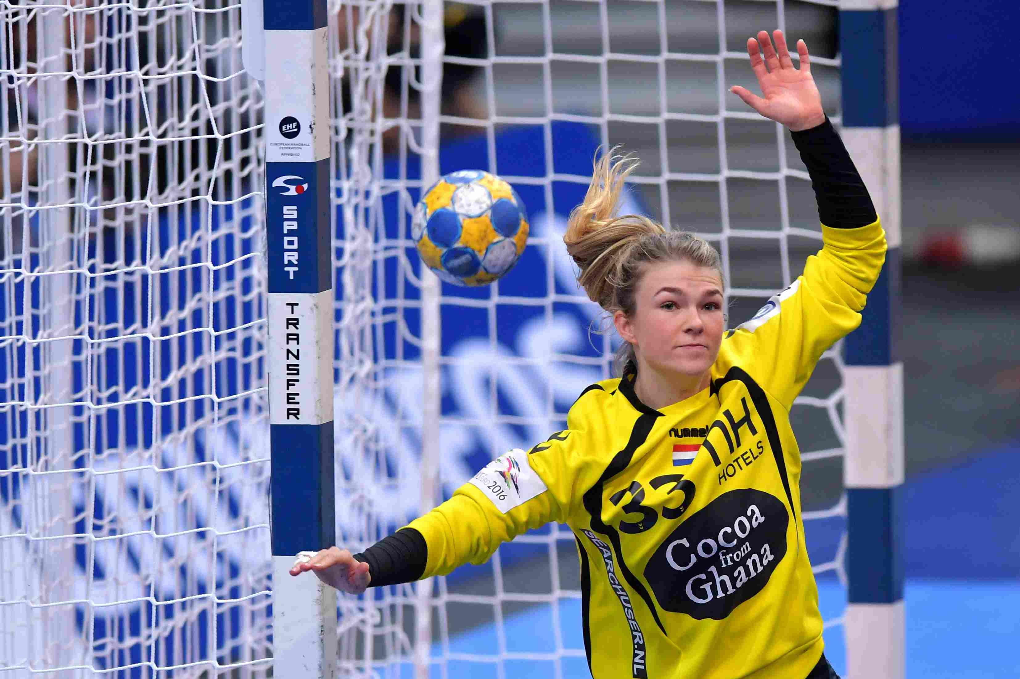 1-1-2016 HANDBAL:NEDERLAND-DENEMARKEN:GOTEBORG Dames EK Handbal In Zweden, Halve Finale NEDERLAND - Denemarken Tess Wester #33 (NED)  Foto: Henk Seppen