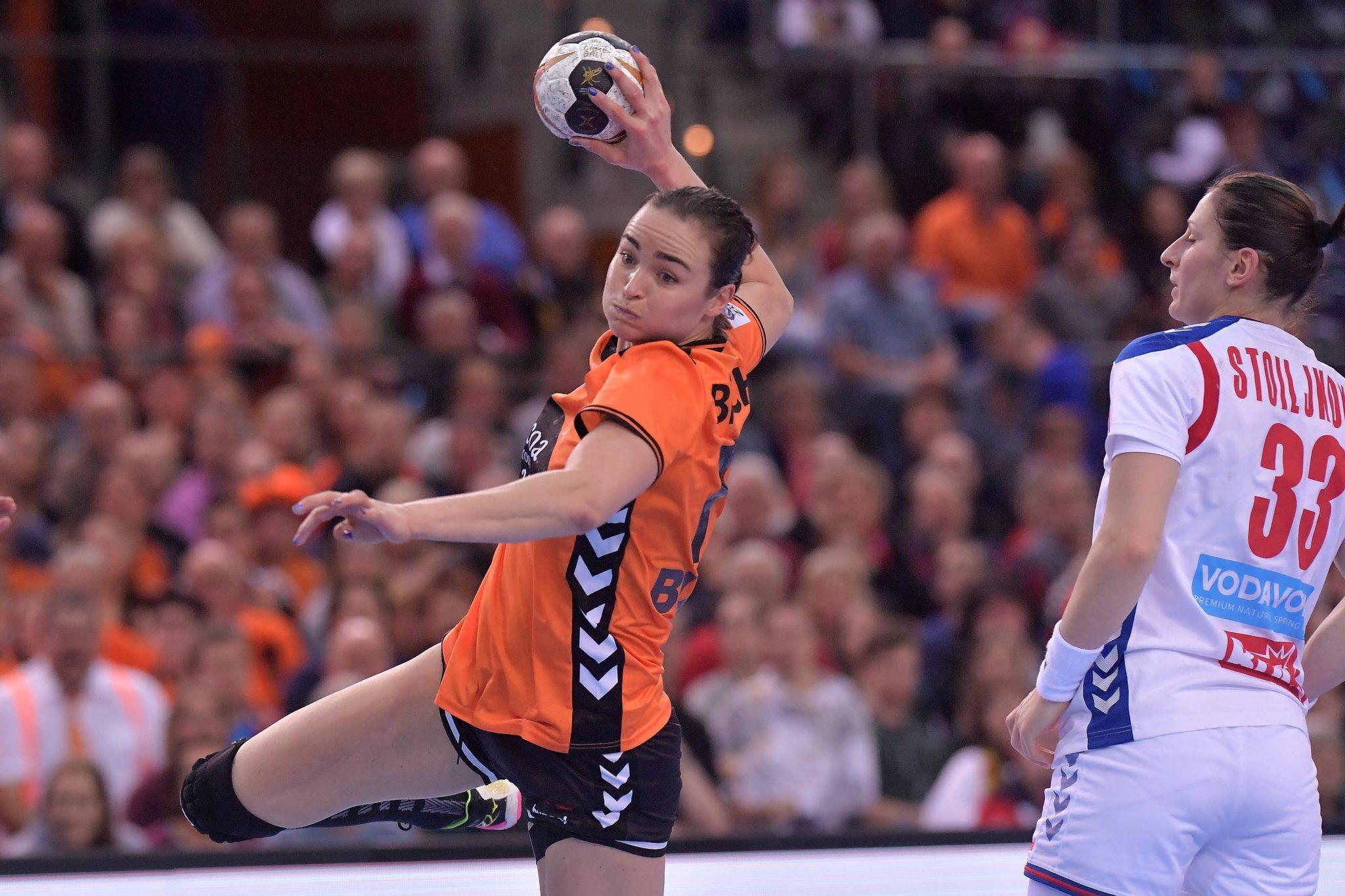 6-12-2017 HANDBAL:NEDERLAND-SERVIE:LEIPZIG WK Handbal Dames 2017 Nederland - Servie Yvette Broch #13 NED  Foto: Henk Seppen