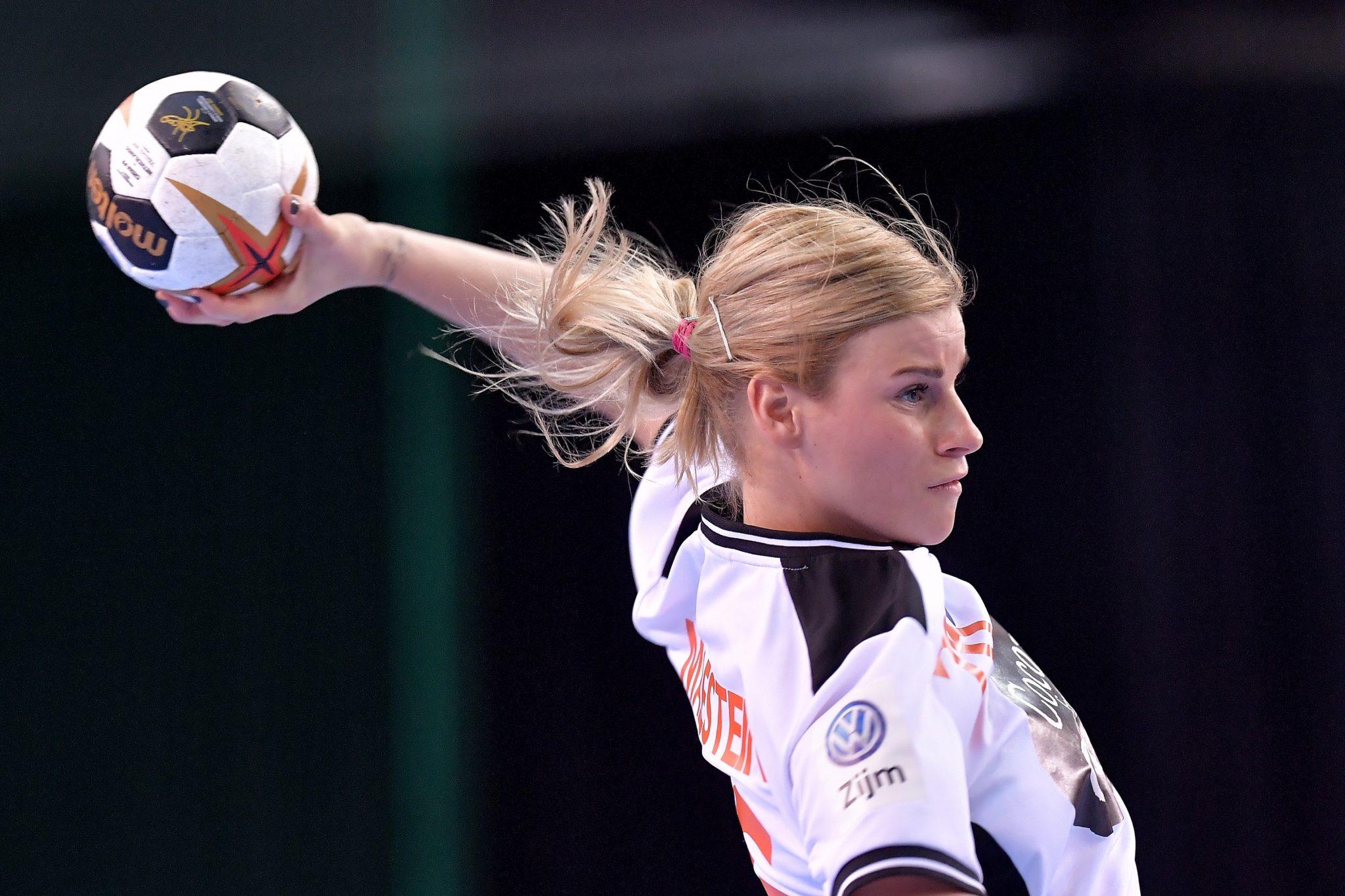 3-12-2017 HANDBAL:NEDERLAND-CHINA:LEIPZIG WK Handbal Dames 2017 Nederland - China Angela Malestein #26 NED  Foto: Henk Seppen