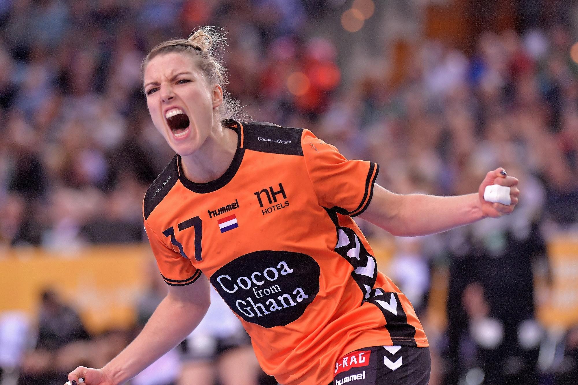 8-12-2017 HANDBAL:NEDERLAND-DUITSLAND:LEIPZIG WK Handbal Dames 2017 Nederland - Duitsland  Nycke Groot #17 NED  Foto: Henk Seppen