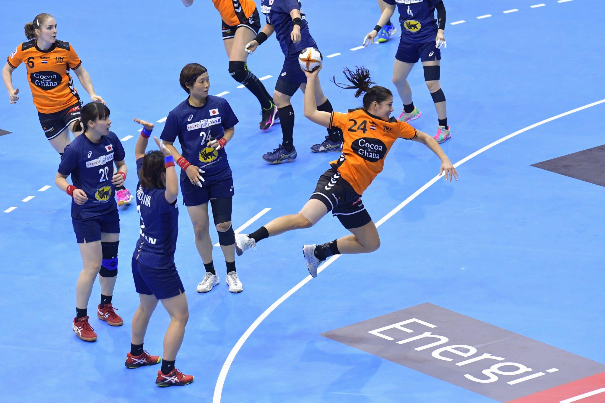 11-12-2017 HANDBAL:NEDERLAND-JAPAN:MAGDEBURG WK Handbal Dames 2017 1/8 Finales, Nederland - Japan 26-24 Nv Martine Smeets #24 NED  Foto: Henk Seppen
