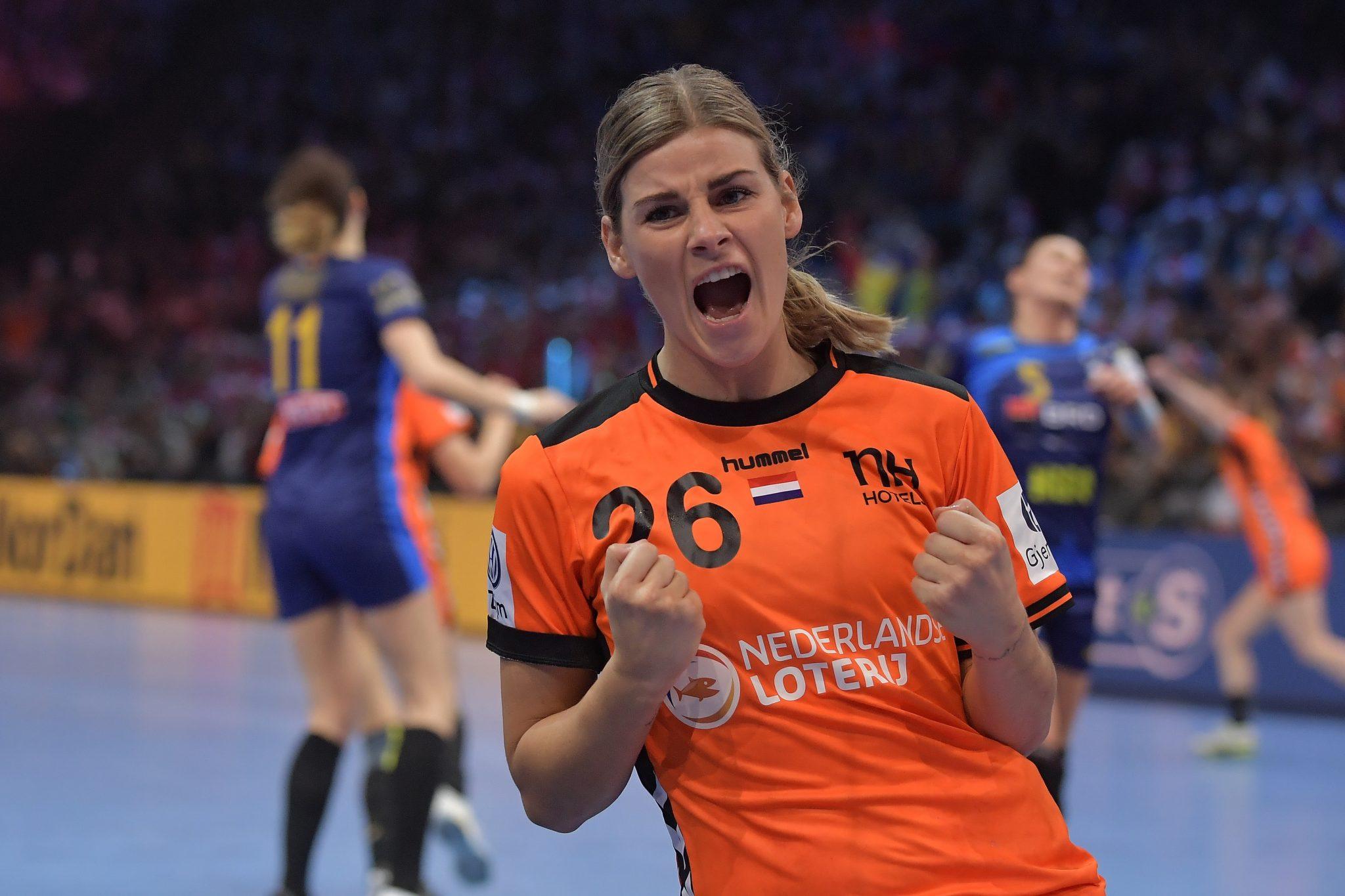 16-12-2018: Handbal: Vrouwen Nederland V Roemenie: Parijs EK Handbal In Frankrijk, 3/4 Plaats Nederland-Roemenie Angela Malestein #26 NED