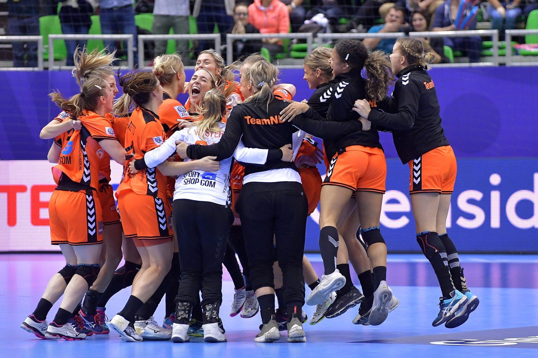 3-12-2018 HANDBAL:NEDERLAND-SPANJE:MONTBELIARD EK Handbal In Frankrijk, Voorronde Groep C Nederland - Spanje Nederland Viert De Overwinning