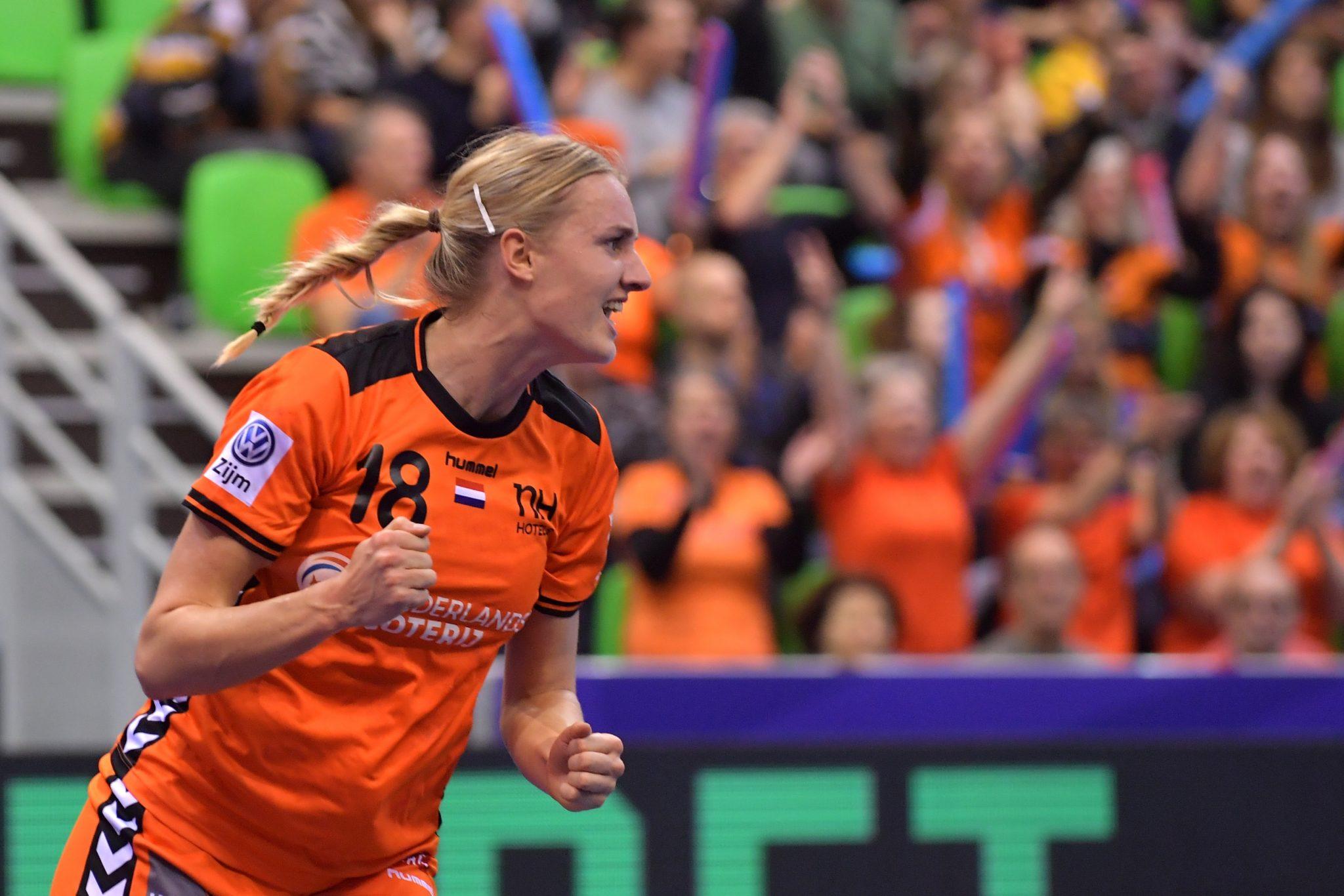 03-12-2018: EK Handbal Vrouwen: Nederland V Spanje: MontBeliard EK Handbal In Frankrijk, Voorronde Groep C Nederland - Spanje Kelly Dulfer #18 NED