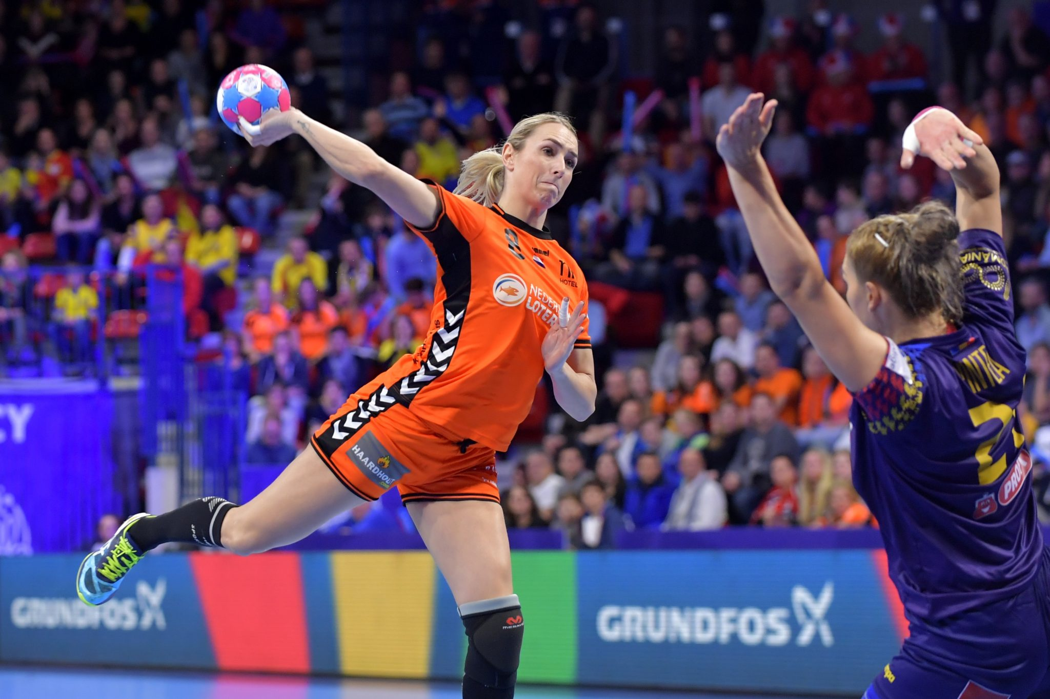 09-12-2018: Handbal: Vrouwen Nederland V Roemenie: Nancy EK Handbal In Frankrijk, Hoofdronde Groep II Nederland - Roemenie Lois Abbingh #8 NED