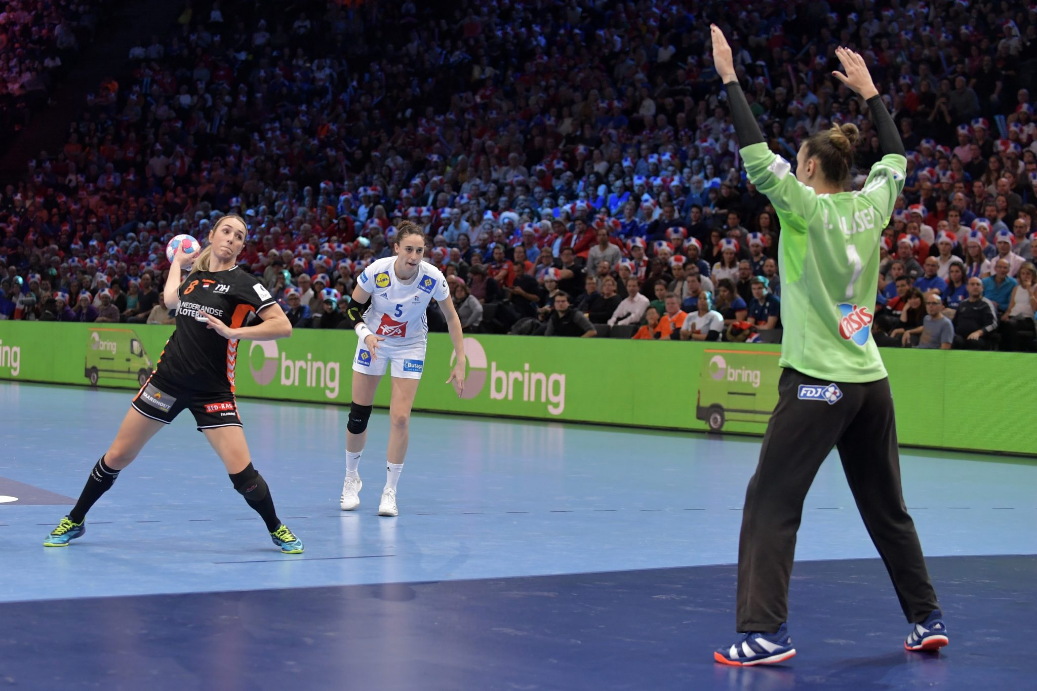 14-12-2018: Handbal: Vrouwen Nederland V Frankrijk : Parijs EK Handbal In Frankrijk, 1/2 Finale Nederland-Frankrijk Lois Abbingh #8 NED Met Een Strafbal