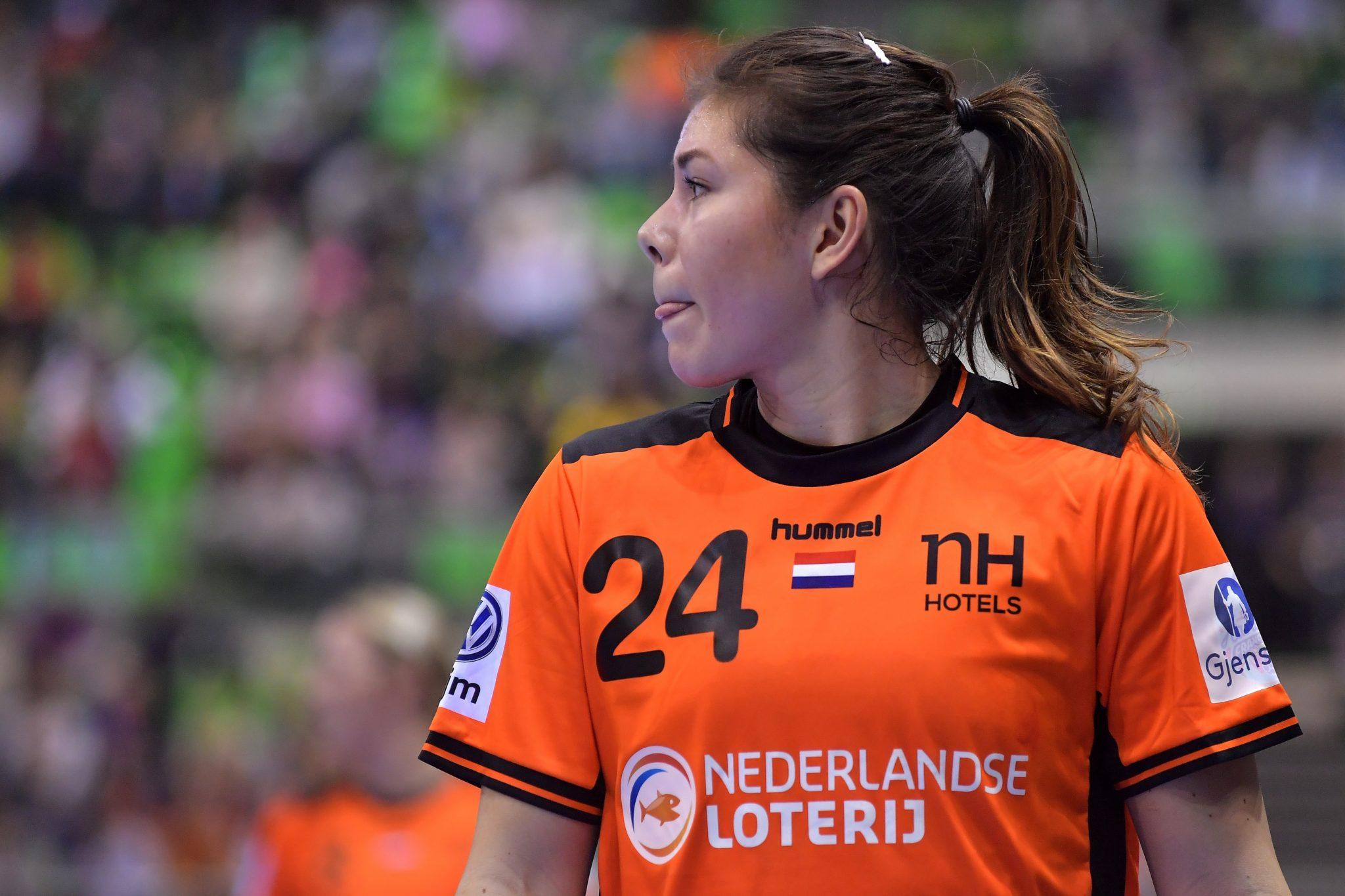 3-12-2018 HANDBAL:NEDERLAND-SPANJE:MONTBELIARD EK Handbal In Frankrijk, Voorronde Groep C Nederland - Spanje Martine Smeets #24 NED