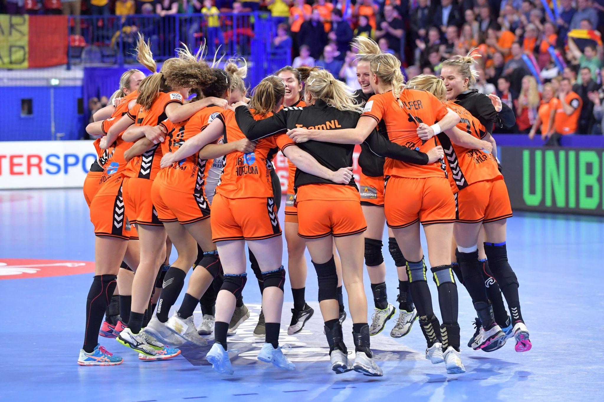 9-12-2018 HANDBAL:NEDERLAND-ROEMENIE:NANCY EK Handbal In Frankrijk, Hoofdronde Groep II Nederland - Roemenie 29-24 Nederland Viert De Overwinning